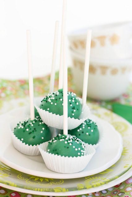 Green Cake Lollipops-3