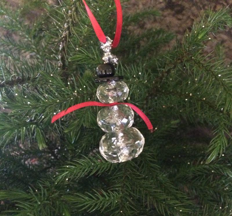 Reflective ornaments make your tree shine brighter #ad #ProjectEnvolve