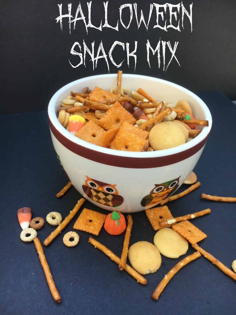 Halloween Snack Mix recipe--the perfect sweet and salty treat for your kids Halloween parties!