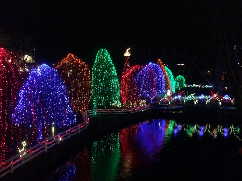 Make sure to check out the light show set to music in the Hollow! Such a fun experience! #Sweetestmoms #ad